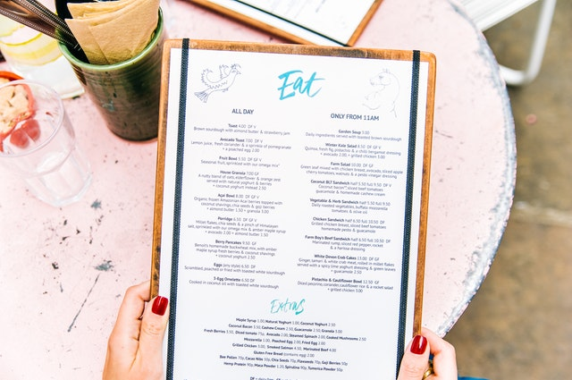 A guide to eating healthily while eating out