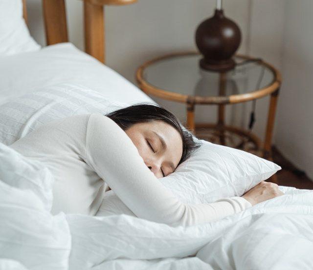 A women sleeping in white sheets